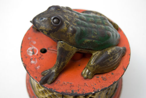 J & E Stevens Frog on Round Base Lattice Antique Cast Iron Mechanical Bank