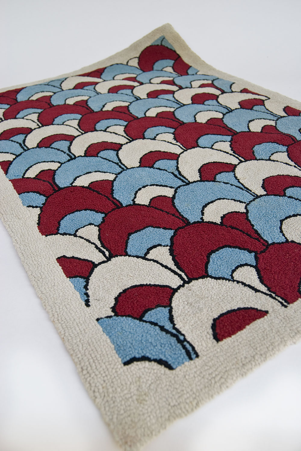 patriotic americana red white and blue antique american hooked rug. Black Bedroom Furniture Sets. Home Design Ideas